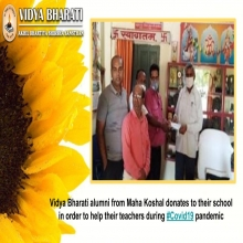 Vidya Bharati alumni donates to their school in order to help their teachers